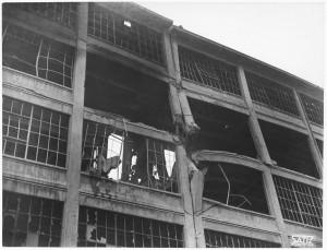 Via Nizza. Stabilimento FIAT Lingotto. Effetti prodotti dai bombardamenti dell'incursione aerea del 30 novembre 1942. UPA 2469_9C03-30. © Archivio Storico della Città di Torino