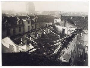 Piazza Palazzo di Città. Palazzo del Municipio. Effetti prodotti dai bombardamenti dell'incursione aerea dell'8 dicembre 1942. UPA 2633_9C03-57. © Archivio Storico della Città di Torino