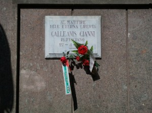 Lapide in memoria del partigiano Gianni Galleanis, in via Massena angolo via Magenta. Fotografia di Paola Boccalatte, 2014. © MuseoTorino