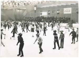 Foto Ghidoni, Corsi di pattinaggio per gli studenti delle scuole elementari, 1 marzo 1969. ASCT, Fondo Gazzetta del popolo, sez. I, b. 1223F, f. 12. © Archivio Storico della Città di Torino