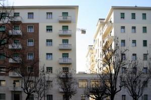 Immobili ad appartamenti su via Bertolotti. Fotografia di Caterina Franchini.