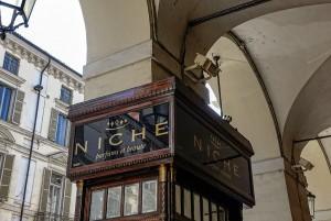 Niche, profumeria, vetrina a pilastro, 2017 © Archivio Storico della Città di Torino