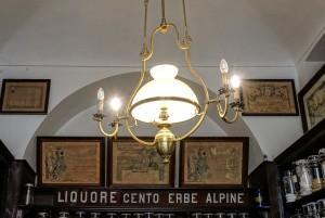 Ditta Rosa Serafino Erboristeria, particolare con diplomi, 2017 © Archivio Storico della Città di Torino