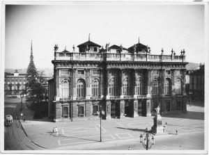Piazza Castello e Palazzo Madama. © Archivio Storico della Città di Torino