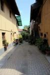 Vialetto interno a Borgata Mirafiori. Fotografia di Edoardo Vigo, 2012