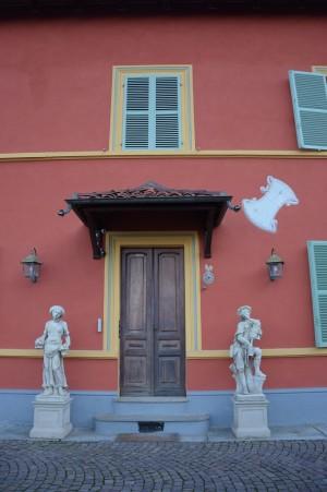 Orologio solare, palazzina Via Valpiana, 84