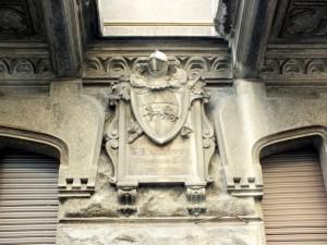 Edificio residenziale in via duchessa Jolanda 19, 21, particolare in facciata con epigrafe del costruttore. Fotografia di Paola Boccalatte, 2014. © MuseoTorino