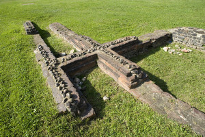 Resti di mura romane nei pressi della Porta Palatina. Fotografia di Marco Saroldi, 2010. © MuseoTorino.