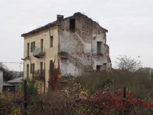 Angolo orientale della cascina Meisino. Fotografia di Carlotta Venegoni, 2012.