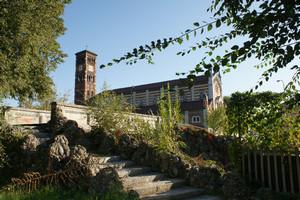 Ponte di via Norberto Rosa con la chiesa di San Gaetano da Thiene visto da via Sempione. Fotografia di Giuseppe Beraudo per Officina della Memoria, 2009.
