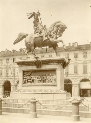Carlo Marocchetti, Monumento ad Emanuele Filiberto, 1838. Fotografia di Mario Gabinio, 7 luglio 1924. Fondazione Torino Musei, Archivio Fotografico, Fondo Mario Gabinio. © Fondazione Torino Musei