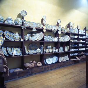 Tilde Tondino, ceramiche, ex Ditta Sciunnache, scaffali, Fotografia di Marco Corongi, 2005 ©Politecnico di Torino