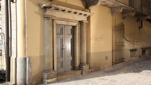 Edificio di civile abitazione e negozi in via Garibaldi 1
