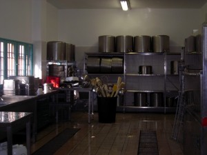 Casa Circondariale Lorusso Cutugno, cucina. Fotografia di Silvia Bertelli