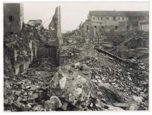 Chiesa Madonna di Campagna, Via Cardinale Massaia 98. Effetti prodotti dai bombardamenti dell'incursione aerea dell'8-9 dicembre 1942. UPA 2816D_9D01-22. © Archivio Storico della Città di Torino