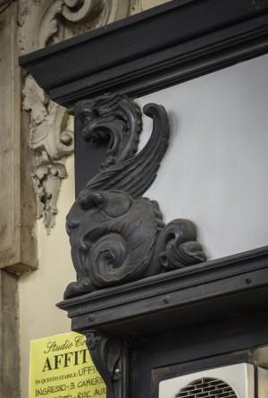 BLG, parrucchieri, ex Grosso Ormea di Serafino, fioraio, particolare del portinsegna, 2017 © Archivio Storico della Città di Torino