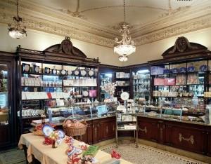 Platti Caffè Confetteria, la sala confetteria di fine Ottocento, Fotografia di Marco Corongi, 2001 ©Politecnico di Torino