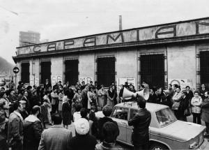 Manifestazione per bonifica ex Capamianto. Fotografia dei primi anni Ottanta. Archivio Storico della Città di Torino (?)