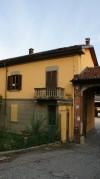 Particolare esterno della cascina Olivero. Fotografia di Edoardo Vigo, 2012.