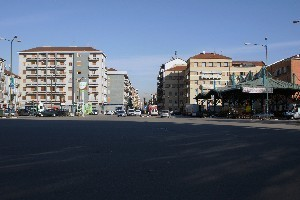 Piazza Crispi, la ex barriera daziaria, il mercato