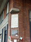 Lapide tra via Cibrario e piazza Statuto in memoria degli antifascisti uccisi per rappresanglia il 12 ottobre 1944. Fotografia di Paola Boccalatte, 2014. © MuseoTorino