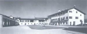 Foto storica della corte interna della cascina Falchera. © EUT 6.