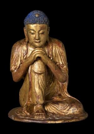 Arte cinese, dinastia Yuan o inizi dinastia Ming, Buddha Shakyamuni in meditazione, XIII-XIV secolo, legno, lacca dorata. Roma, Collezione Banca d'Italia