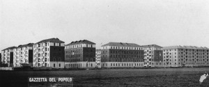 Case popolari e prati, intorno agli anni Quaranta del Novecento. Archivio Gazzetta del Popolo © Archivio Storico della Città Torino (FT 12B01_121)