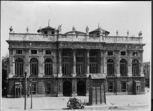 Palazzo Madama, facciata, effetti dei bombardamenti. Fondazione Torino Musei, Archivio fotografico. © Fondazione Torino Musei