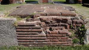 Resti di mura romane presso la Porta Palatina (particolare). Fotografia di Plinio Martelli, 2010. © MuseoTorino.