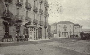 Piazza Foroni, lato nord est. Fotografia EUT 6, anni Trenta?
