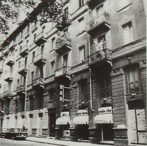 Edificio di abitazione civile con negozi