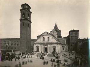 Piazza San Giovanni e Duomo, Ostensione del 1931. Fotografia di Mario Gabinio, 1931. © Fondazione Torino Musei - Archivio fotografico