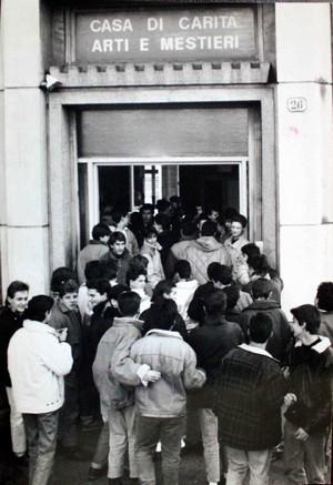 L'ingresso di corso Brin negli anni Ottanta.©Archivio Casa di Carità Arti e Mestieri.