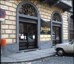 Ditta Rosa Serafino Erboristeria, esterno, 1998 © Regione Piemonte