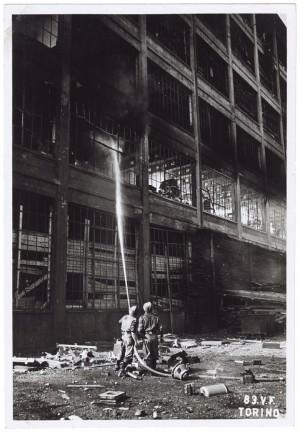 Via Nizza, Stabilimento FIAT Lingotto. Effetti prodotti dai bombardamenti dell'incursione aerea del 29 marzo 1944. UPA 4421_9E05-52. © Archivio Storico della Città di Torino /Archivio Storico Vigili del Fuoco