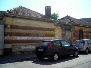 Ex magazzino militare, già gallettificio. L'edificio costruito nel 1913 come corpo di guardia. Fotografia di Silvia Bertelli.