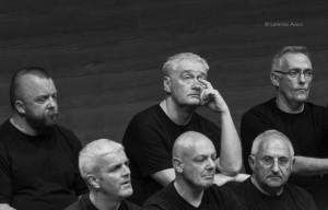 SettembreMusica 2006, prima del concerto della London Gay Men's Chorus diretto da Charles Beale all'Auditorium Giovanni Agnelli, Lingotto. Fotografia di Lorenzo Avico, 12.09.2006. Archivio fotografico MITO SettembreMusica - Archivio storico della città di Torino.