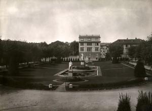 Aiuola Balbo da via San Massimo. Fotografia di Mario Gabinio, 1930 ca. © Fondazione Torino Musei - Archivio fotografico.