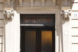 Ingresso al Conservatorio Giuseppe Verdi su Via Giuseppe Mazzini. Fotografia di Edoardo Vigo, 2012