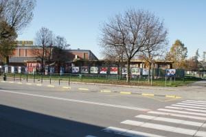Il fabbricato con il capannone della Gondrand sullo sfondo. Fotografia Giuseppe Beraudo, 2010