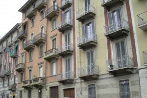 Edificio ad uso abitazione e magazzini in via Livorno 13 già 15