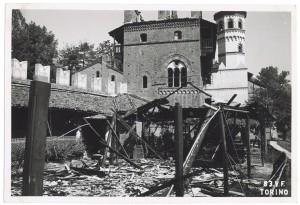 Borgo Medioevale, Parco del Valentino. Effetti prodotti dai bombardamenti dell'incursione aerea del 17 agosto 1943. UPA 4006_9E03-43. © Archivio Storico della Città di Torino/Archivio Storico Vigili del Fuoco
