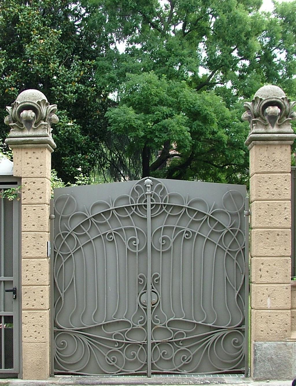 Super Cancello di ingresso all'ex palazzina della soc. finanziaria ind  BP58