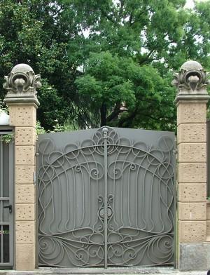 Cancello di ingresso all'ex palazzina della soc. finanziaria ind. Torinese