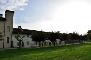 Muro perimetrale nord della cascina Marchesa. Fotografia di Ilenia Zappavigna, 2012.
