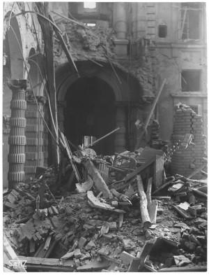 Via Giovanni Giolitti (già Via Mario Gioda 26), Palazzo delle Corporazioni. Effetti prodotti dai bombardamenti dell'incursione aerea dell'8 dicembre 1942. UPA 2654D_9C04-13. © Archivio Storico della Città di Torino