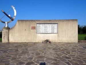 Monumento dedicato ai caduti dei rioni Barca e Bertolla, in largo Damiano Chiesa. Fotografia di Sergio D'Orsi, 2013