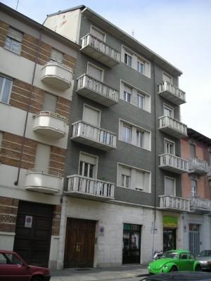 Edificio a uso abitazione e negozio in via Saorgio 63