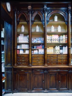 Antica farmacia già dell'Ordine Mauriziano, scaffalatura, 1998 © Regione Piemonte